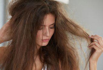 jak dbać o przesuszone włosy